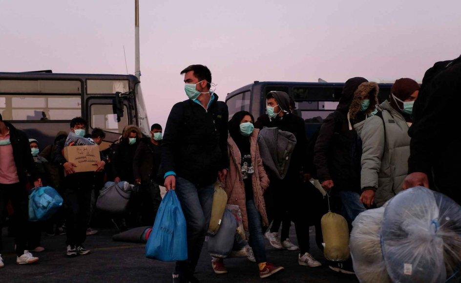 På begge danske politiske fløje mener man, at situationen fordrer, at man agerer nu. På billedet er det migranter i havnebyen Mytilene på øen Lesbos, Grækenland.