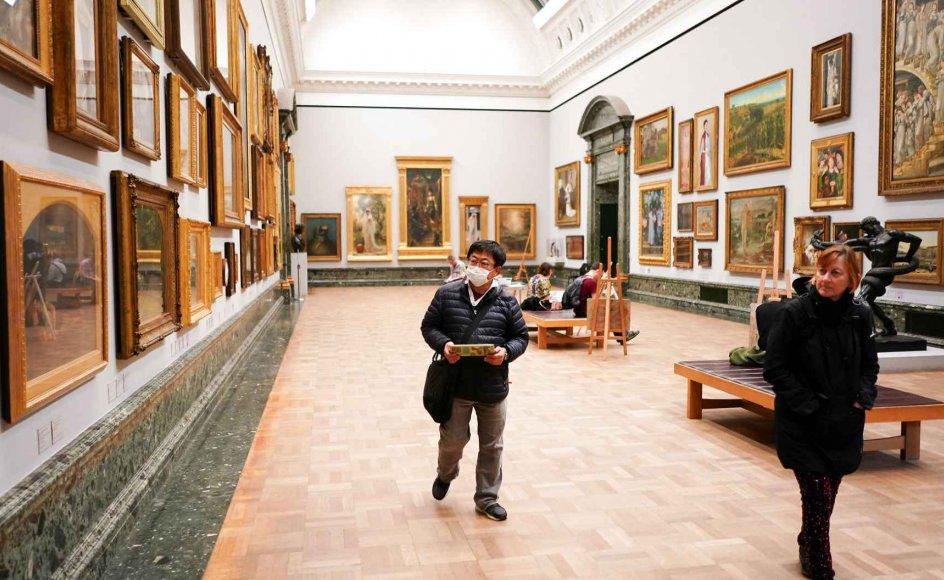 Coronakrisen rammer museumsverdenen ekstra hårdt, og vi vil se et fuldstændig forandret kunstliv efter krisen. Det mener en af USA's førende kunstkritikere, Jerry Saltz.