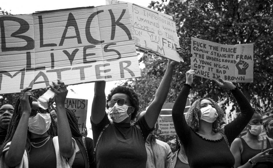 Det er vigtigt at fortælle åbent om sine oplevelser med racisme i håb om, at det gør en forskel, skriver Kashif Ahmad. Her ses Black Lives Matter-demonstrationen i København. – Foto: Niels Christian Vilmann/Ritzau Scanpix.