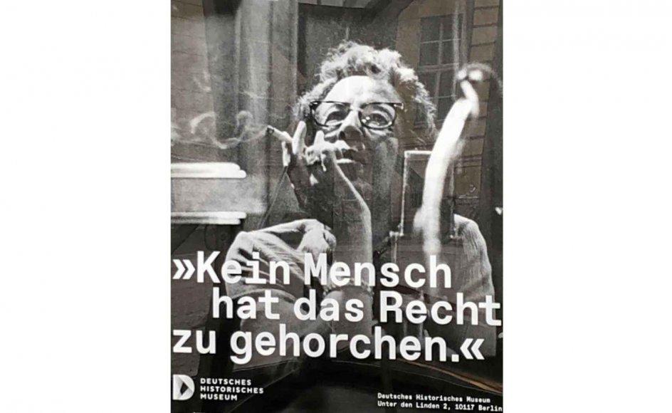"""""""Intet menneske har ret til at adlyde."""" Sådan hedder den aktuelle udstilling om Hannnah Arendt som offentlig debattør i Berlin. Her er museets egen præsentation af den politiske teoretiker. – Foto: Anders Ellebæk Madsen."""