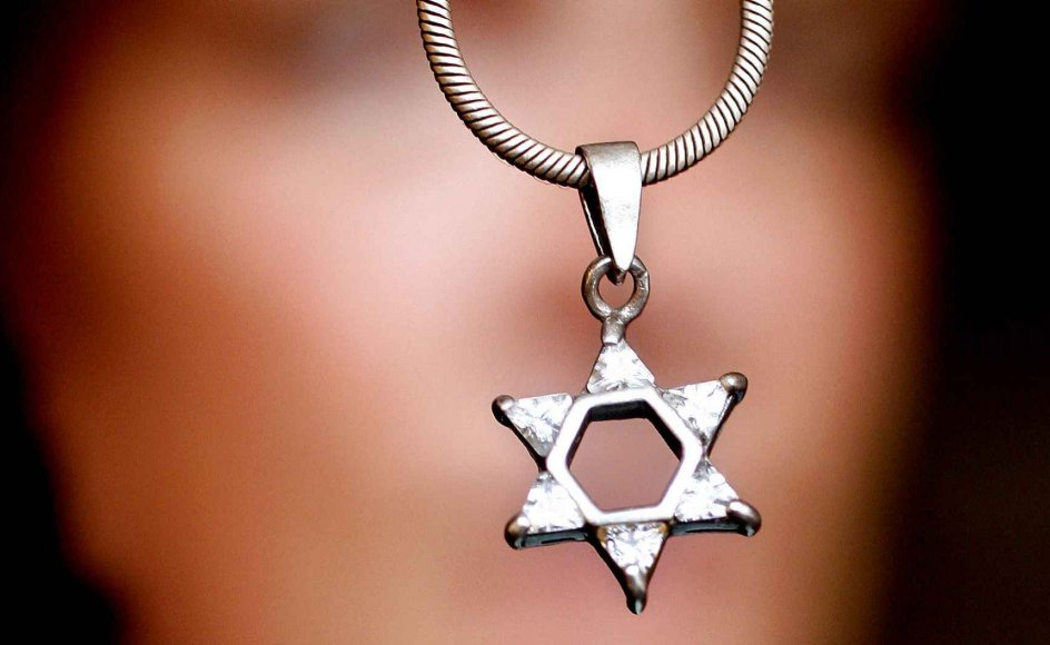 """""""Jøder må nu skjule deres kærlighed til Israel, og de holdes ansvarlige for det, der sker i Mellemøsten,"""" sagde  Israels viceambassadør Davy Antebi på en konference om antisemitisme, der mandag blev afholdt på Christiansborg."""