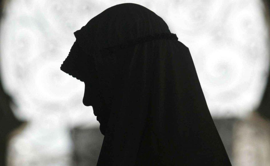 """""""Det er en kamp på grænsen af religionsfriheden at gå efter de grupper, der er stålsat på at prædike en teologi, som kan være på kollisionskurs med danske værdier. Man har forsøgt at gøre Hizb ut-Tahrir ulovlig, men det kan man ikke,"""" siger islamforskeren Niels Valdemar Vinding."""