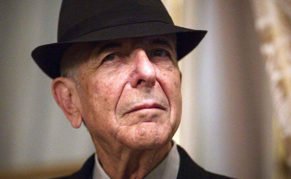 """Ifølge Leonard Cohen bliver Marianne Ihlen den kvinde, der får størst betydning for hans karriere, og de holder sammen fra sidst i 1950'erne til sidst i 1960'erne - på Hydra, i Montréal og i New York - og det er til hende, at han skriver den smukke kærlighedssang """"So long, Marianne""""."""