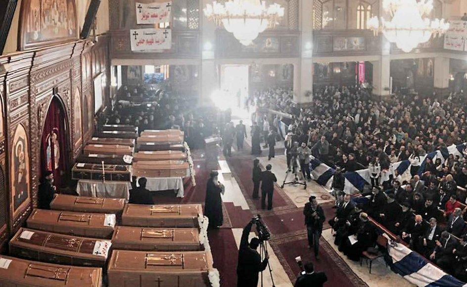I Egypten måtte de kristne i december igen begrave deres døde, da en bombe ramte en kirke i Kairo. –