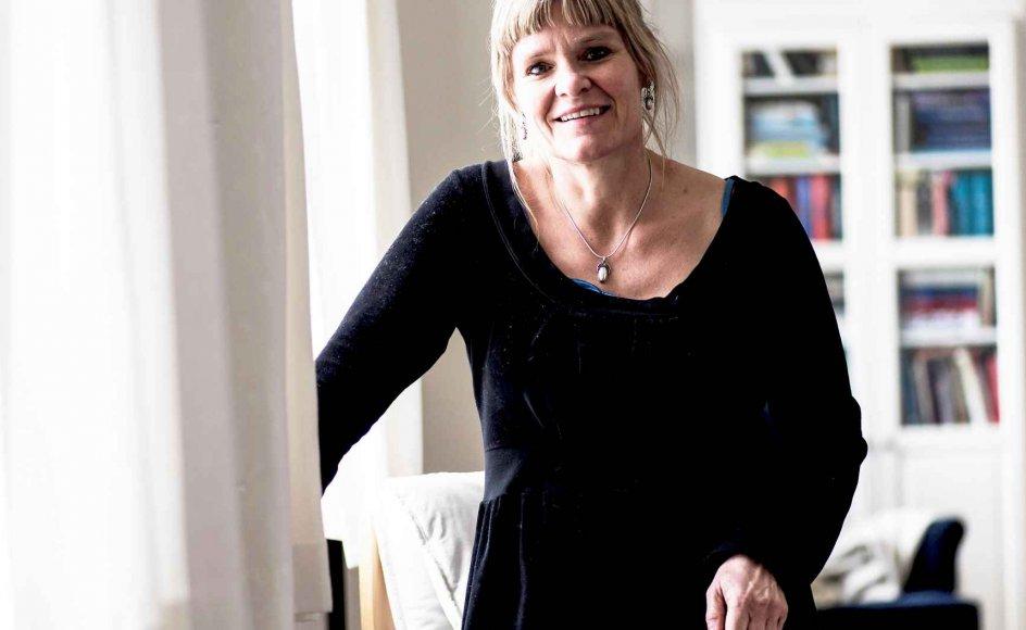 Sognepræst Lone Vesterdal har altid interesseret sig for lidelsens problem for den troende. I morgen fylder hun 50. –