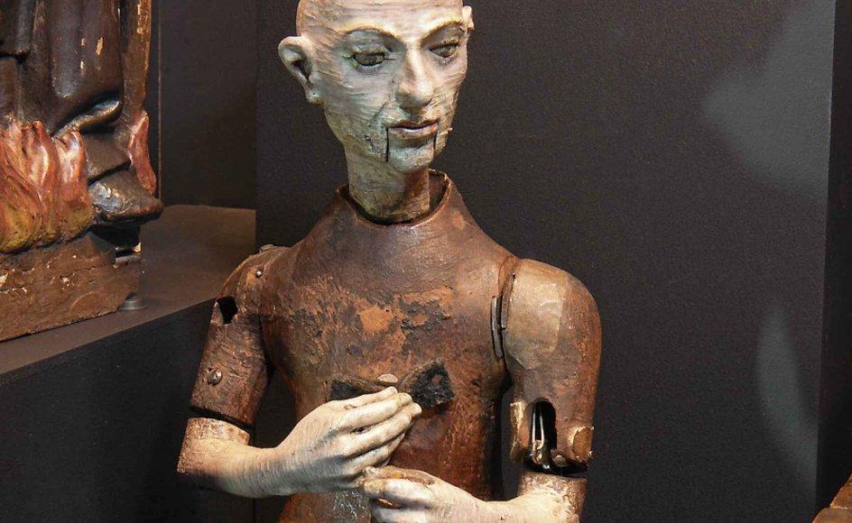 Blandt de tidligste robotter er denne lille træmunk fra 1560, som kunne gå hen over et bord, mens den løftede krucifiks og rosenkrans og slog sig selv for brystet.
