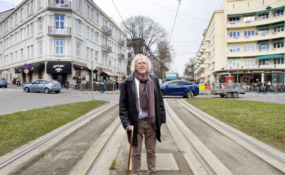 """Dag Solstads internationalt roste roman """"Generthed og værdighed"""", der udkom tidligere i år på dansk med 23 års forsinkelse, udspiller sig blandt andet her i rundkørslen ved Bislett i Oslo, hvor hovedpersonen går i stå, mens han tænker over sit liv. –"""