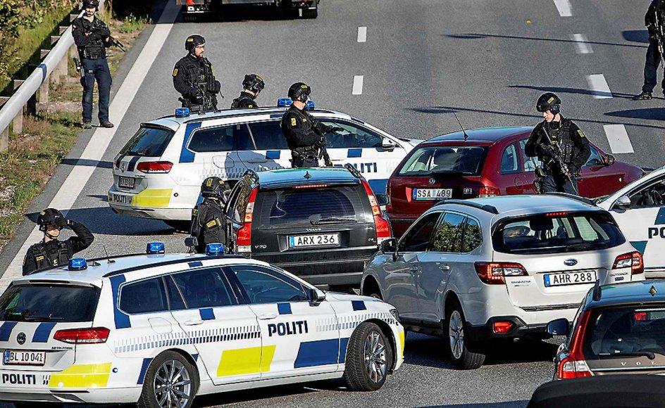 De blokerede broer og den store politiaktion den 28. september skyldes planlagt attentat på eksiliranere i Danmark. Nogle flygtninge medbringer konflikter hjemmefra, mener Jyllands-Postens lederskribent. –