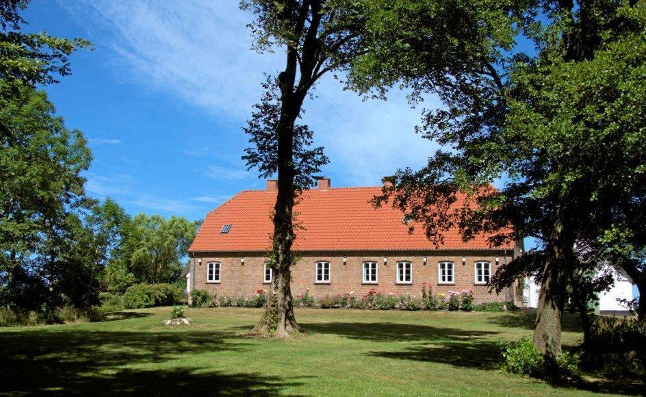 Nogle præstegårde udløser debat om bevaringsværdighed, fordi de har stor historisk betydning. Her ses Vedersø Præstegård, hvor Kaj Munk boede. –