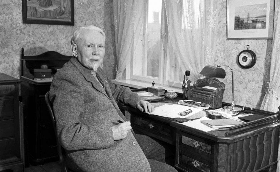 """Johannes Jørgensen konverterede til katolicismen i 1896. 22 år senere var han klar til at skulle skrive sit livs """"roman"""" og prøve at forklare sin omvendelseshistorie. Det blev til de syv bind """"Mit Livs Legende"""". – Foto: Ritzau Scanpix."""