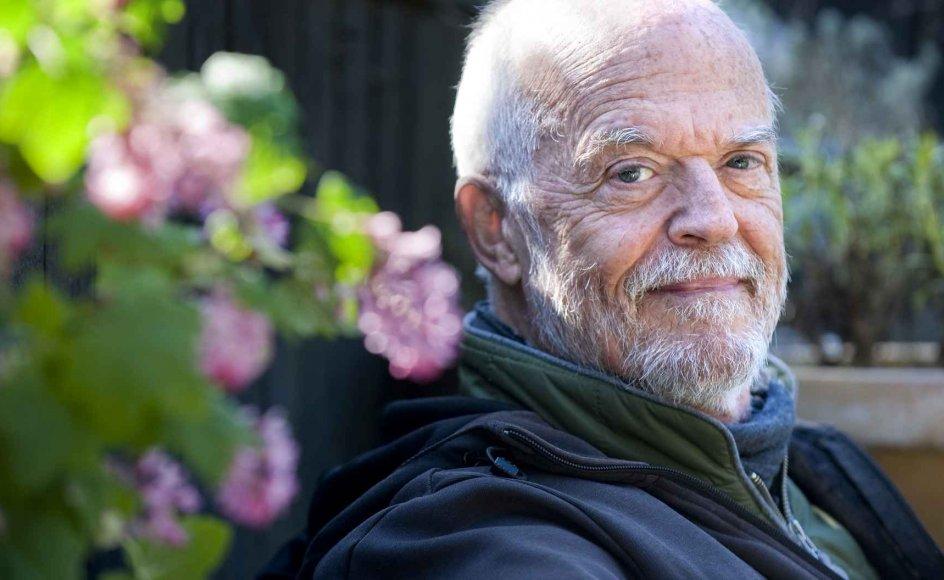"""""""Familien er samfundets vigtigste dannelsesinstitution, og det genopdager mange måske først for alvor nu,"""" siger Henrik Jensen, som her ses i sit sommerhus ved Fårevejle."""