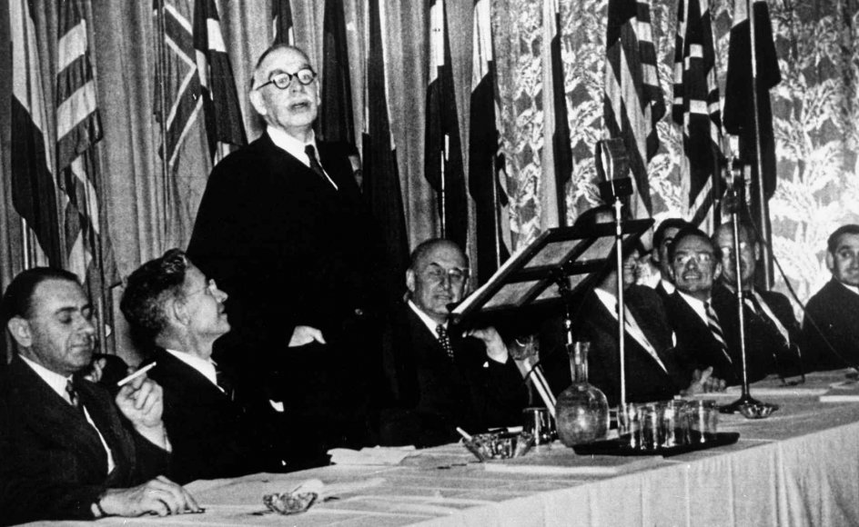 Her ses John Maynard Keynes som britisk repræsentant på Bretton Woods-mødet i 1944, der fastlægger rammerne for efterkrigstidens internationale valutasystem. – Foto: Ritzau Scanpix.