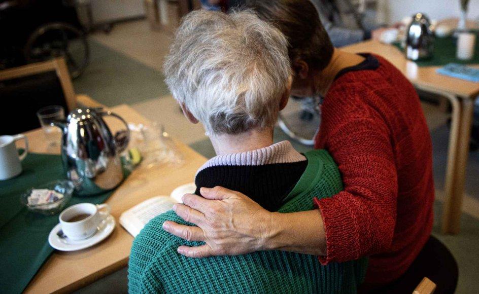 Mange ældre trænger i denne tid hårdt til kontakt med deres nærmeste. (Arkivfoto)