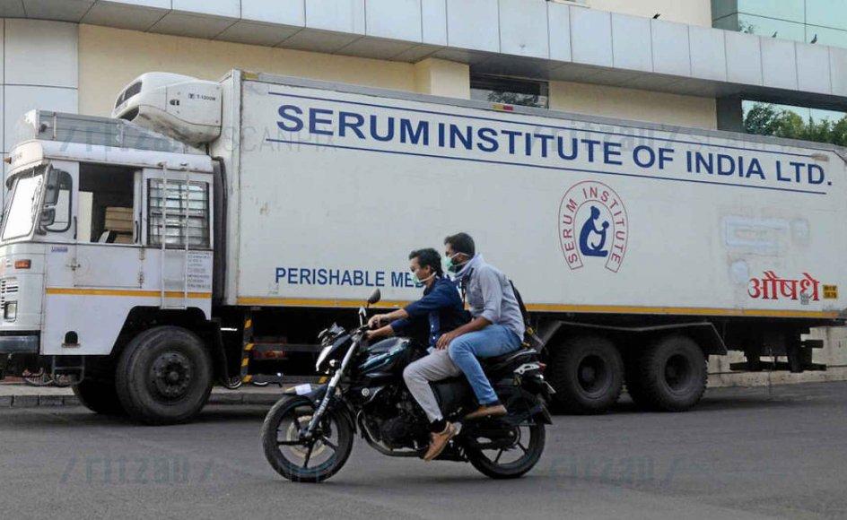 Det indiske seruminstitut er verdens største producent af vacciner. Det er med i opløbet om at finde en vaccine mod coronavirus, men agter i første omgang kun at forsyne de indiske indbyggere. Indien er ikke alene om at fokusere på sine egne borgere. Over hele verden er mange politikere optaget af at sikre deres egne befolkninger først. – Foto: Euan Rocha/Reuters/Ritzau Scanpix.