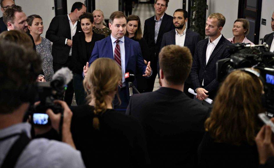 Finansminister Nicolai Wammen (S) og klima-, energi- og forsyningsminister Dan Jørgensen (S) præsenterer sammen med aftalepartiernes forhandlere den nye klimaftale i Finansministeriet efter afslutningen på forhandlingerne natten til mandag.