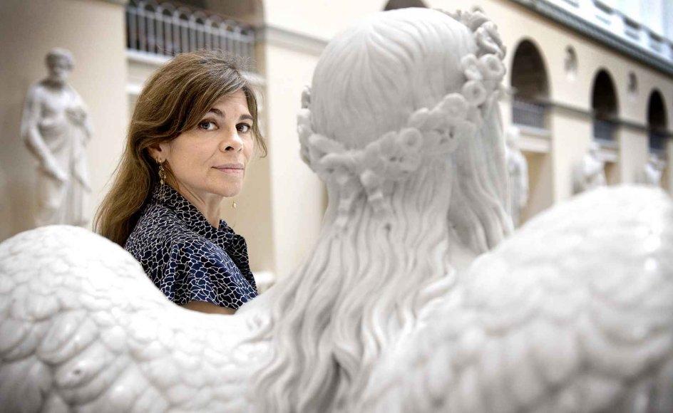 """""""Er der en engel til stede?"""" er navnet på Ellen Hillingsøs nye podcast om tro. Selv oplever hun indimellem """"en slags Guds budbringere, der kommer én til hjælp ud af det blå"""".  – Foto: Leif Tuxen."""