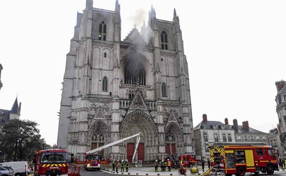 Den 18. juli udbrød der brand i St. Pierre og St. Paul-katedralen i Frankrigs sjettestørste by, Nantes. – Foto: Sebastien Salom-Gomis/AFP/Ritzau Scanpix.