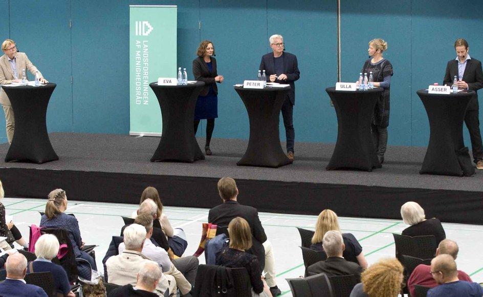 Der var 350 tilmeldte til valgdebatten i Hillerød mandag aften, hvor de fire kandidater til bispesædet i Helsingør debaterede alt fra juridisk kønsskifte til udligningsreformer. – Foto: Leif Tuxen.