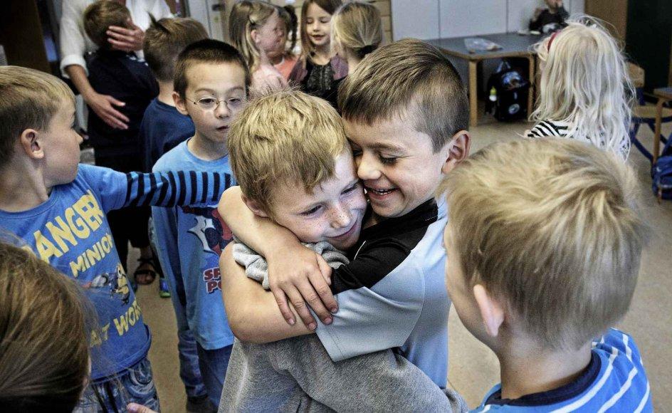I en klasse på Holmeagerskolen i Greve skal børnene overholde regler for kram. Har vi brug for uventede kram? spørger Christian Hjortkjær. – Arkivfoto: Niels Ahlmann Olesen/Ritzau Scanpix.