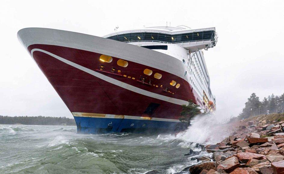 """Et krydstogtskib med over 400 om bord gik lørdag på grund ved den finske øgruppe Åland ud for den svenske østkyst. Passagerfærgen """"Grace"""" er fra Viking Line."""
