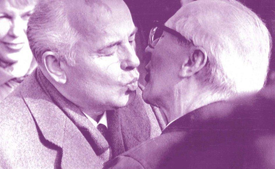 "Eric Honecker og Mikhail Gorbatjovs berømte ""dødskys"" den 6. oktober ved DDR's 40-års-fødselsdag."
