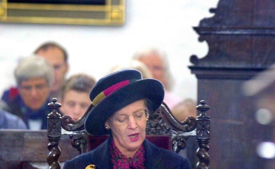 2Dronning Margrethe går i lighed med mange af sine forgængere jævnligt i kirke som her i Aarhus Domkirke.–