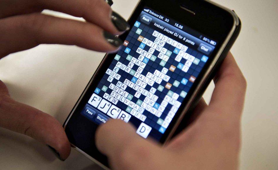Tusinder af danskere kæmpere på ord med mobiltelefonspillet Wordfeud. Sprogeksperten dykker ned i spillets historie, fra bræt til mobil