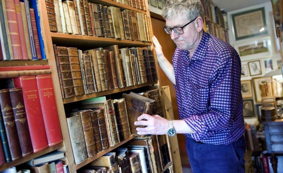 """""""En bog er et vindue ind til den tid, den er skabt i,"""" siger bogentusiast Christian Kaaber, der har samlet på bøger, siden han var ganske ung."""