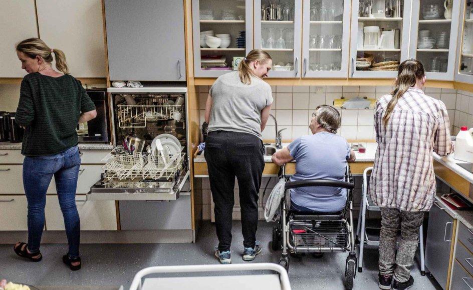 Plejecenter Højager i Jelling er en af modtagerne fra ældreminister Thyra Franks (LA) pulje på 425 millioner kroner. Centeret får tilskud til renovering af køkkener, hvor der laves mad fra bunden sammen med beboerne.