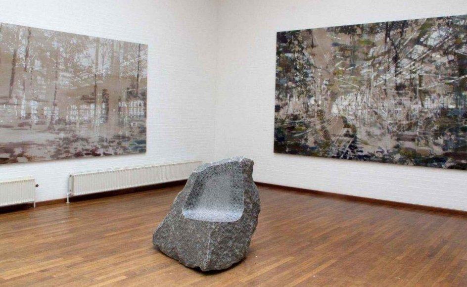 Kunstbygningen i Vrå udstiller værker, der komplimenterer hinanden, af maleren Karen Gabel Madsen (herover og til højre) og billedhuggeren Laila Westergaard. –
