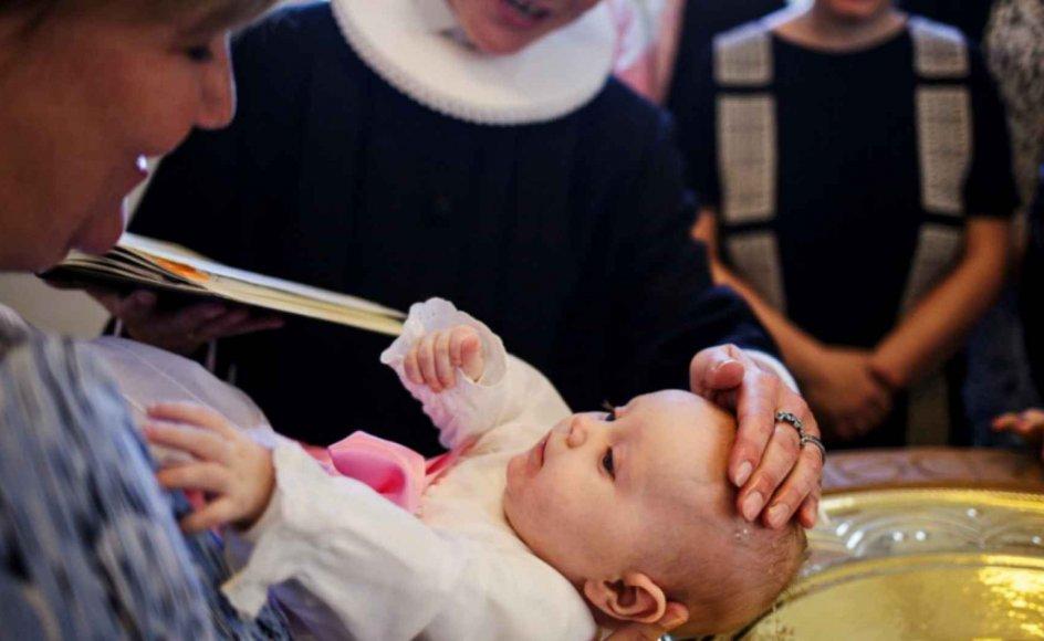 """Siden begyndelsen af januar, hvor fire folkekirkelige aktørers dåbskampagne gik i luften, har der været livlig trafik på siden """"Barnedåb – skal, skal ikke""""."""