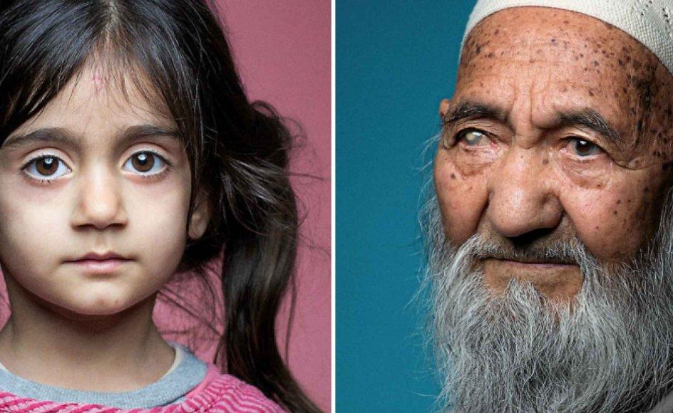 Tv.: Somaye på fem år har levet hele sit liv som flygtning. Hendes familie er kurdisk-iranere. Men hun blev født i en flygtningelejr i Irak. Da billedet blev taget, fortalte hendes far, at han var ked af, at hans døtre ikke havde haft en glad barndom. Th.: Den afghanske flygtning Mira Jan Rezaee, der nu er 86 år, flygtede fra Taleban på grund af sin religion og etnicitet. Han kom til Danmark i 2009 sammen med sin kone. Siden har han levet i tre forskellige asylcentre.