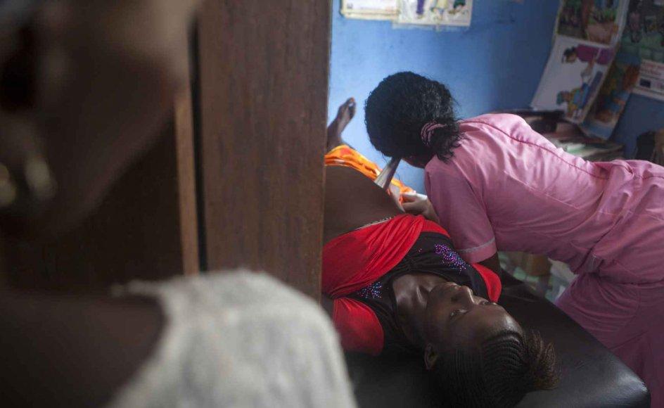Jeg har forståelse for, at man vil hjælpe de mange kvinder i udviklingslandene, som lider under svære vilkår. Det fødte liv har uendelig meget værd, ligesom det ufødte liv har værdi. Men det kommer ikke bare til at handle om nødhjælp, men om et politisk budskab, mener Hans-Ole Bækgaard. Arkivfoto