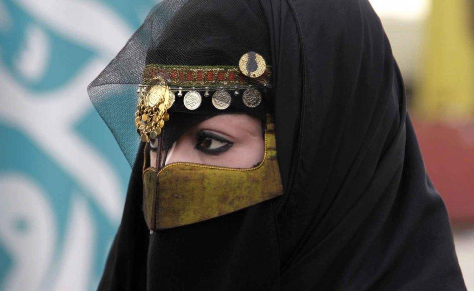 """""""Saudisk diskrimination af kvinder er åbenbar og systematisk i både lovgivning og praksis. Hvorfor vælge verdens førende fortaler for ulighed mellem kønnene til at føre an i kampen for ligestilling?"""" skriver Hillel Neuer, direktør for UN Watch i en e-mail til Kristeligt Dagblad."""