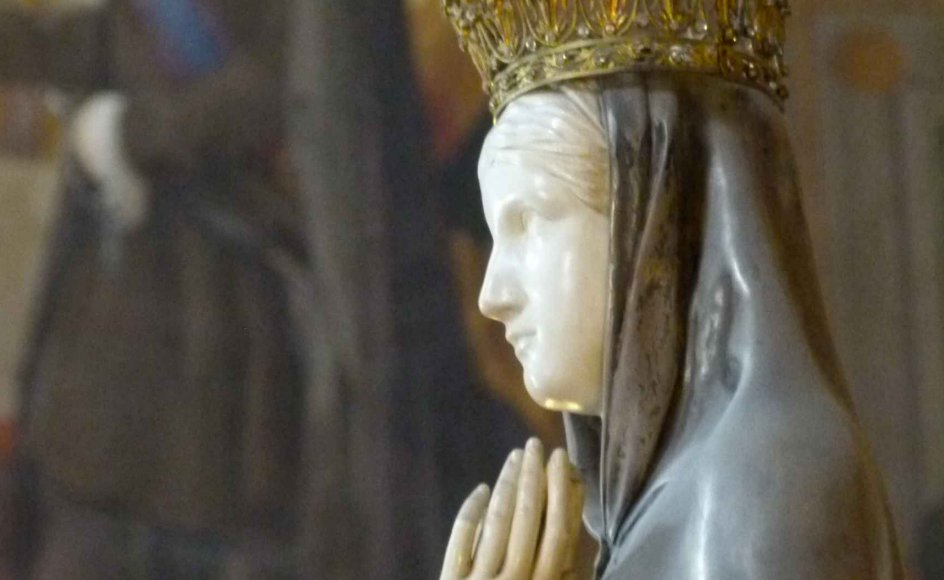 Maria Magdalene som synderinde smelter sammen med Jesu Mor Jomfru Maria i en sejlivet myte om kvindens rolle som enten luder eller mor.