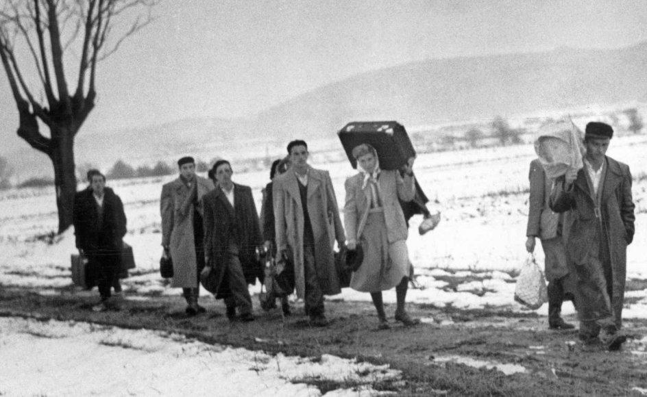1956: Opstanden i Ungarn i oktober 1956 får Sovjetunionen til at invadere landet med 200.000 soldater. Godt 2000 ungarere bliver dræbt under opstanden, mens 200.000 flygter. Heraf tager 1400 til Danmark./Scanpix