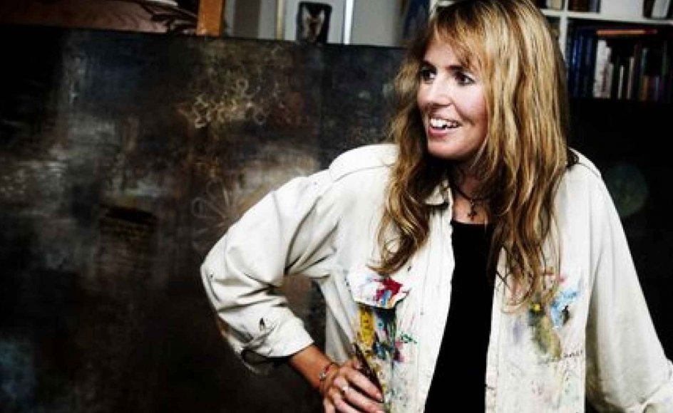 Annette Sjølund har indrettet atelier hjemme i stuen på Stevns. -- Foto: Peter Kristensen.