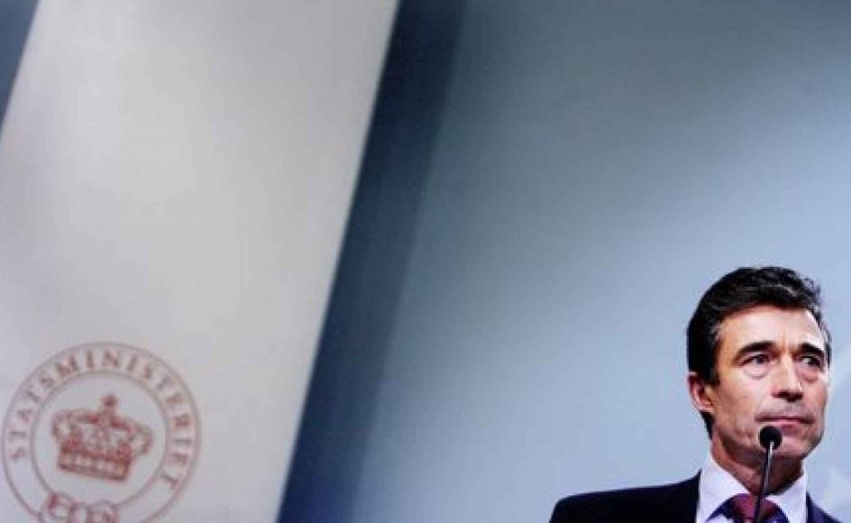 Muhammed-krisen var regeringens skyld mener Tøger Seidenfaden og Rune Engelbreth Larsen. Statsminister Anders Fogh Rasmussens (V) balancegang i sagen, hvor han konsekvent  nægtede at mene noget om tegningerne, beskriver de som fatal. -- Foto: Scanpix.