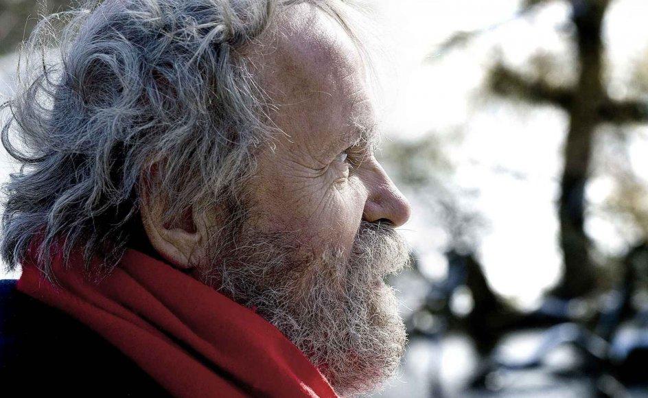 Kristeligt Dagblads fotograf, Leif Tuxen, fotograferede i går Johannes Møllehave  i H.C. Ørstedsparken i København.