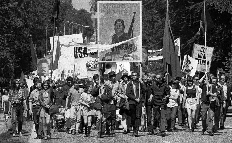 Ungdomsoprøret var en global forteelse. Pinsemarchen i 1968 fra Helsingør til København markerede modstanden mod Vietnamkrigen i Danmark. – Fotos: Scanpix.