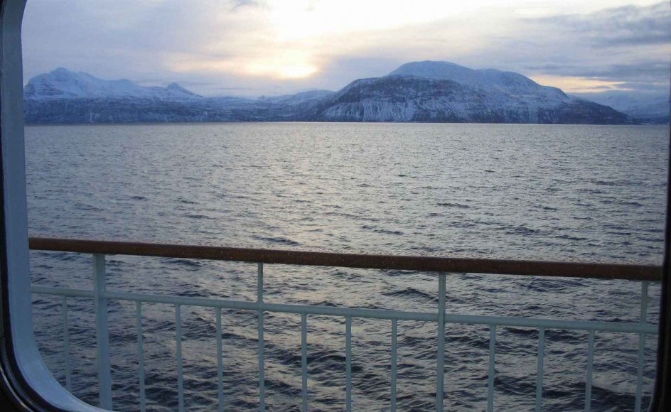 Fra kahytterne på M/S Polarlys er der frit udsyn til både fjorde og fjelde langs ruten. –