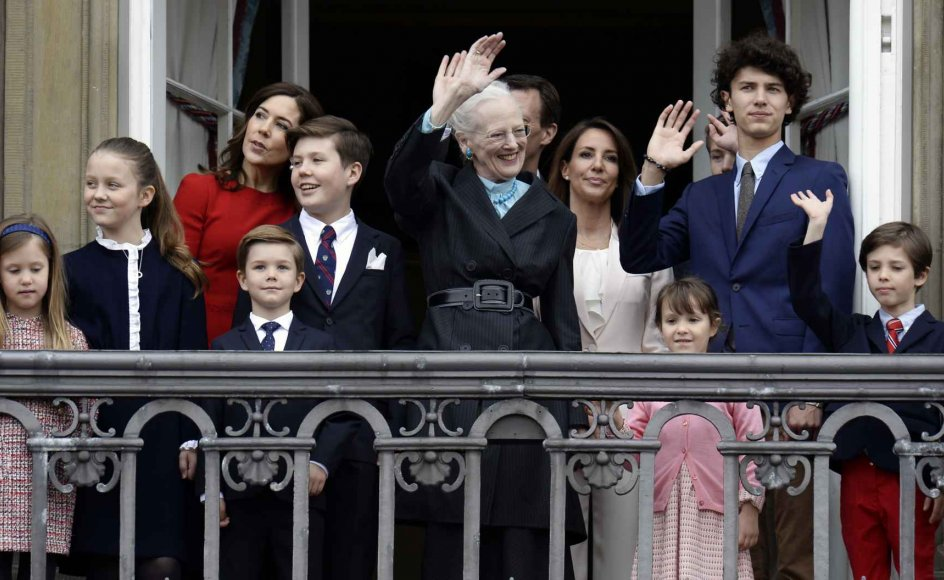16. april 2018: Klokken 12 trådte dronning Margrethe og hele kongefamilien frem på balkonen på Amalienborg, hvor Dronningen i dag lader sig hylde af folket.