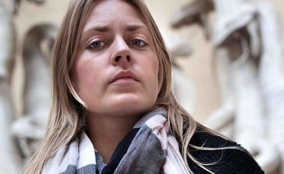 I sin nye bog lykkes det Freya Skov at levere stærke nyheder om en bevægelse, som ellers har været i pressens søgelys i mange år. --