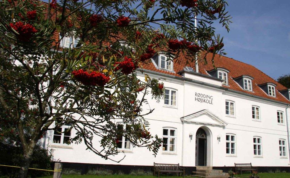 Verdens første folkehøjskole, den idylliske Rødding Højskole i Sønderjylland, danner rammen om kurset Tro, håb og kærlighed. --