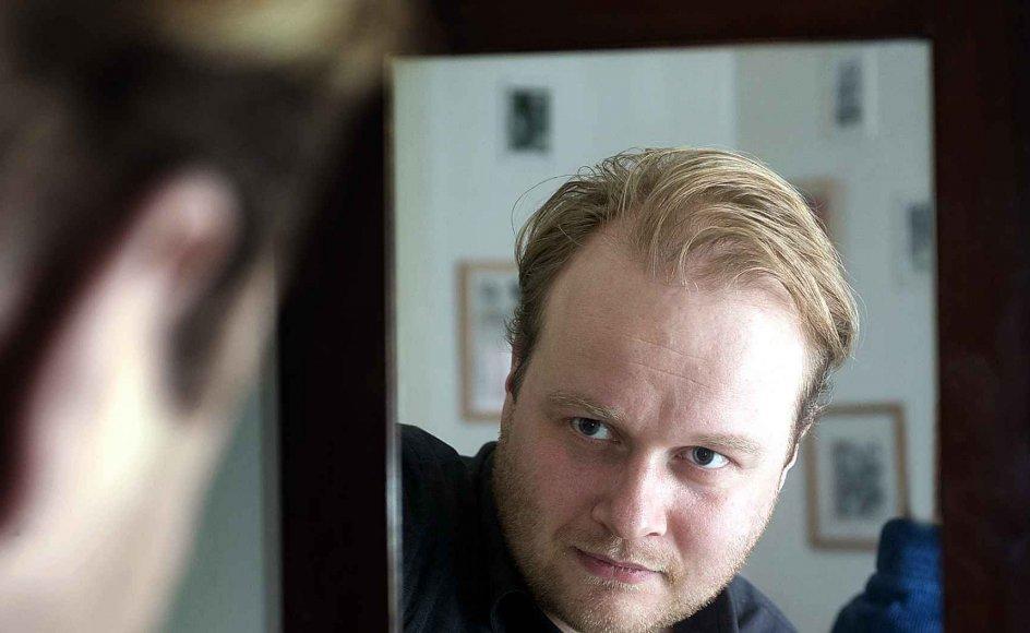 Forfatteren Torben Munksgaard har hele livet savnet en faderfigur, idet hans forældre var skilt. I dag er han selv en fraskilt far -- og skriver bøger om manderollen. --