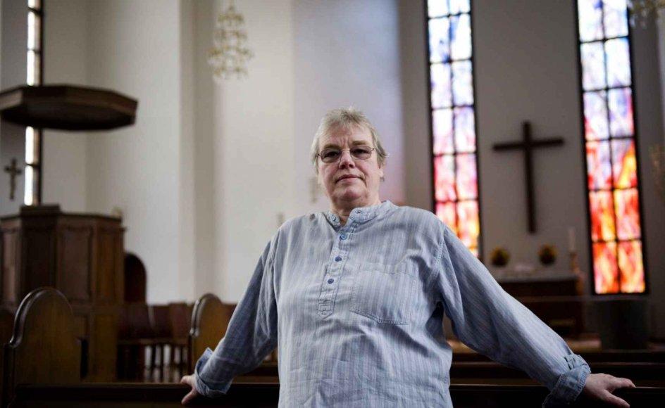 Vibeke Lind er homoseksuel og kristen. Hun håber, at homoseksuelle snart kan vies i kirken, så der ikke gøres forskel på mennesker. --