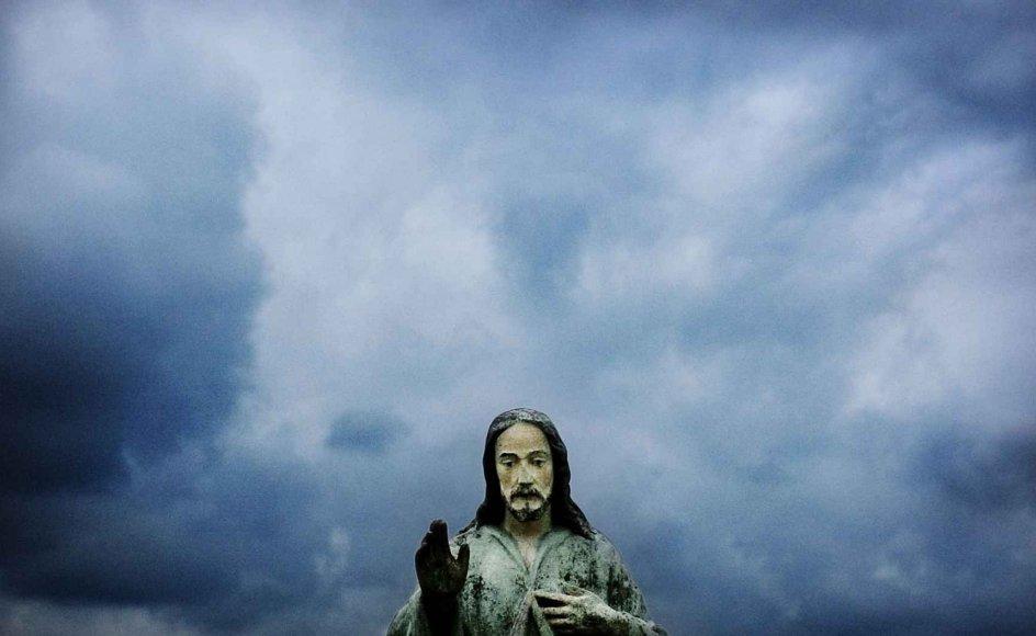 Diskussionen om flere veje til Vor Herre får debatten til at gløde, og sommetider bliver tiden en del af argumentationen, skriver Jesper Bacher. --