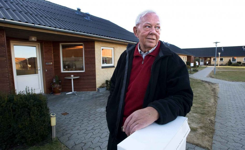 Erling Nielsen skulle oprindelig være flyttet i seniorbofællesskab med sin hustru. Men hun døde, før byggeriet stod klar. I dag er han glad for fællesskabet med naboerne. --
