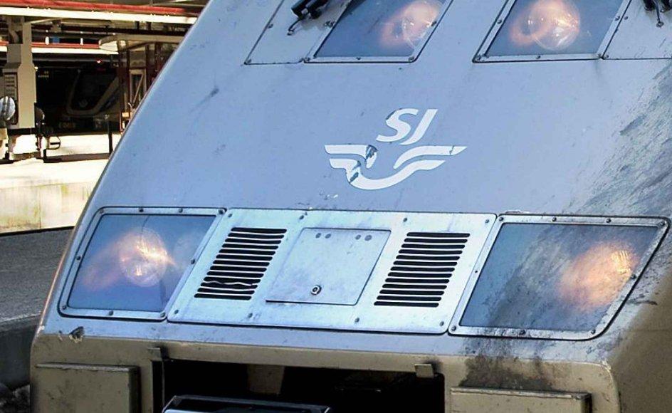 I 1990 indførte de svenske jernbaner hurtigtoget X2000, som er 140 meter langt og kører med 200 kilometer i timen mellem København og Stockholm. --