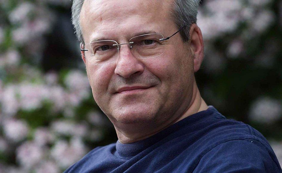 Overlæge, dr.med. John-Erik Stig Hansen har aldrig haft svært ved på en og samme tid at leve et liv forankret i de bibelske værdier og gøre karriere i en verden præget af naturvidenskaben. --
